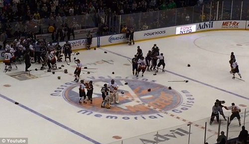 Màn loạn đả đáng xấu hổ ở trận hockey từ thiện - 1