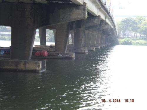 Mất tài sản vì nhảy xuống sông vớt người tự tử - 1