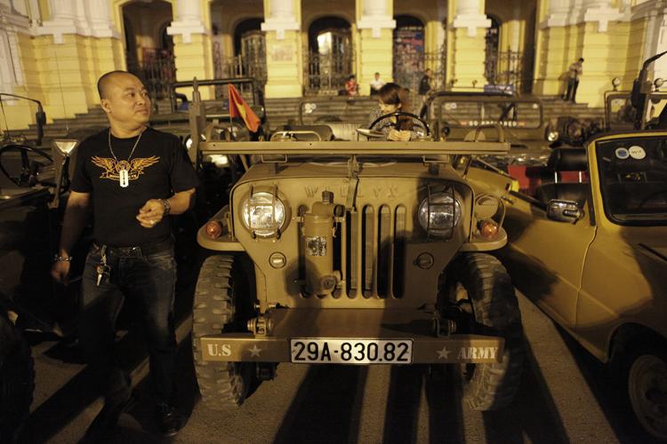 Chiếc Jeep Willys CJ3B thuộc quyền sở hữu của anh Lý Trí Sơn. Phiên bản này mới được phục dựng lại bằng phương pháp thủ công