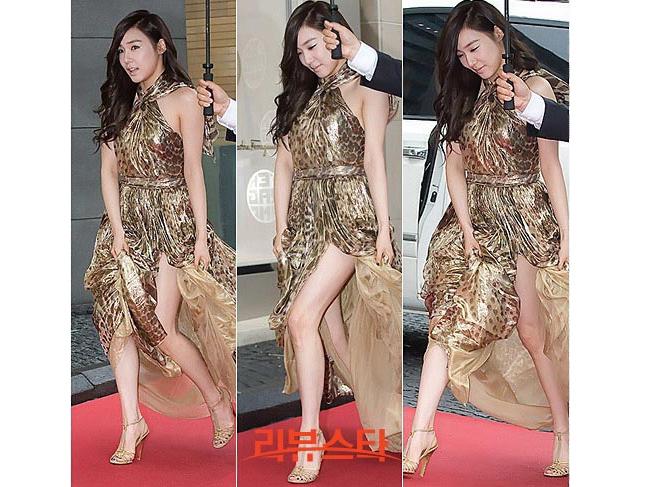Người đẹp Tiffany của nhóm nhạc SNSD thận trọng giữ váy trong gió Hè