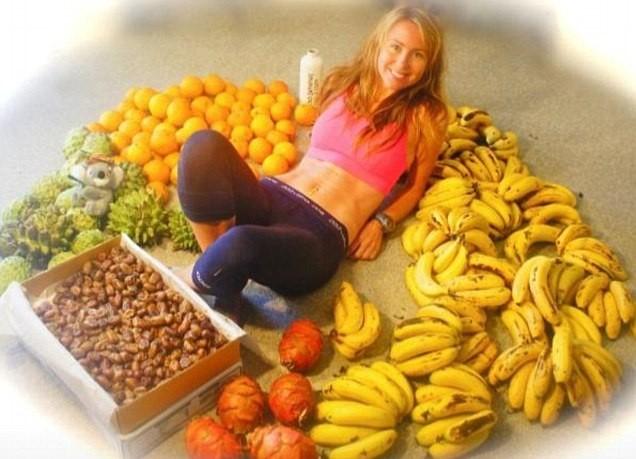 Thiếu nữ dáng chuẩn ăn 51 quả chuối mỗi ngày - 1