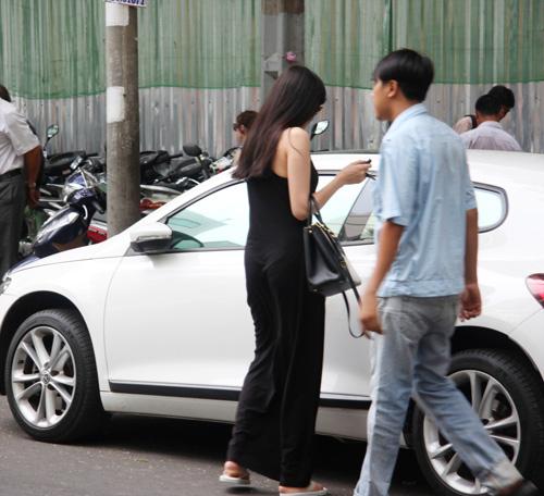 Sau bão scandal, Diễm Hương một mình xuống phố - 1