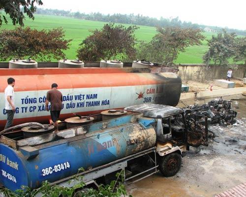 Cháy xe bơm dầu, hai người bị thương nặng - 1