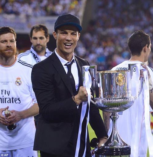 """CR7 """"phát cuồng"""" với Bale, an ủi Messi - 1"""