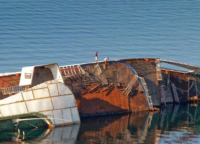 Vào cuối năm 2002, con tàu có dấu hiệu bị nước xâm chiếm và bắt đầu chao nghiêng.Để ngăn con tàu khỏi bị chìm, người ta đã kéo nó lên một vùng nước nông hơn.Vào tháng 1/2003, tàu Mediterranean Sky đã bị lật nghiêng hẳn và có nguy cơ chìm hoàn toàn.