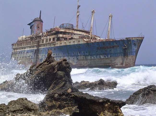 """4.Tàu SS America nằm trên quần đảo Canary (Tây Ban Nha).SS America là một tàu chở khách được đóng vào năm 1940, đến năm 1993 nó đã bị bán đi và được tân trang thành tàu khách sạn 5 sao. Con tàu này chuyên chở khách du lịch đến Phuket (Thái Lan). Vào thời gian này con tàu được đổi tên thành 'American Star"""", nhưng cái tên mới này chưa từng được sử dụng."""