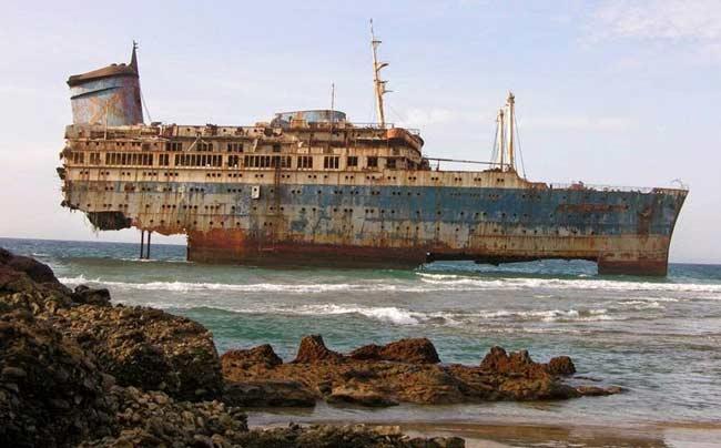 Tàu SS America neo đậu ở Hy Lạp và được kéo về phía Đại Tây Dương để tân trang lại lần nữa. Nhưng trong quá trình di chuyển đã gặp một cơn bão lớn khiến dây kéo giữa nó và tàu kéo bị đứt. Phi hành đoàn trên tàu được trực thăng cứu hộ kịp thời nhưng con tàu thì bị đánh dạt theo bão và mắc cạn ngoài khơi bờ biển phía Tây của Fuerteventura thuộc quần đảo Canary.