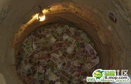 """Kỳ lạ giếng cổ làm tiền """"nở ra"""" - 1"""