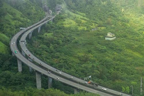 Ngắm con đường cao tốc ngoạn mục ở Hawaii - 1