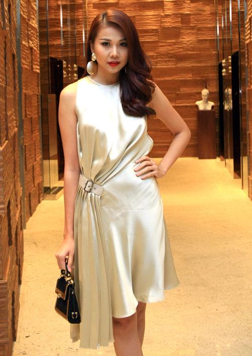 """Những bộ váy """"đáng tiền"""" của người đẹp Việt - 1"""