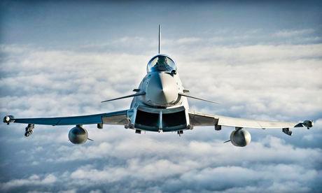 Anh điều chiến đấu cơ chặn máy bay ném bom Nga - 1