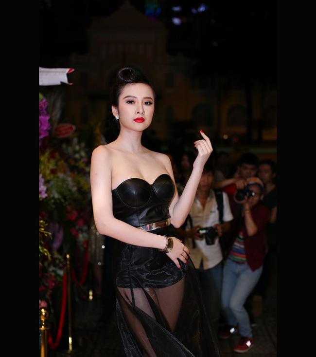 Angela Phương Trinh là một kiều nữ sớm nổi tiếng trong showbiz Việt qua vai diễn Bà mẹ nhí.