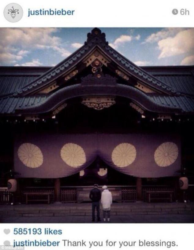 """Justin Bieber """"hứng đá"""" vì đến thăm ngôi đền ở Nhật - 1"""