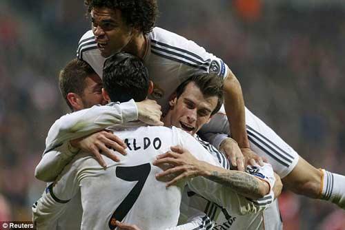 Real-CR7 hay nhưng không đẹp như Real-Zidane - 1