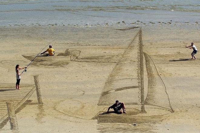 Cô gái có biệt tài vẽ hình 3D trên bãi biển - 1