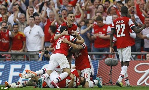 Arsenal: 3.283 ngày ròng & 120 phút diệu kỳ - 1
