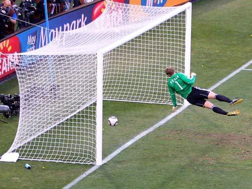 """World Cup sẽ dùng công nghệ chống """"bàn thắng ma"""" - 1"""