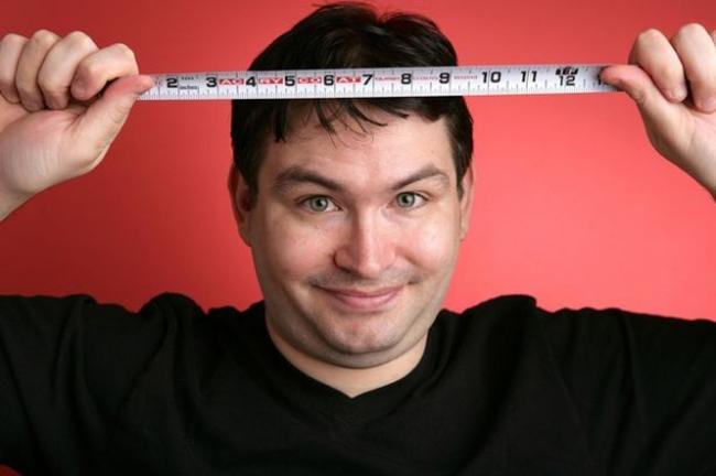 Jonah Falcon đã trở thành cái tên nổi tiếng khi sở hữu 'cậu nhỏ'dài nhất thế giới với24,13 cm khi bình thường, và lúcdài nhấtlà34,29 cm