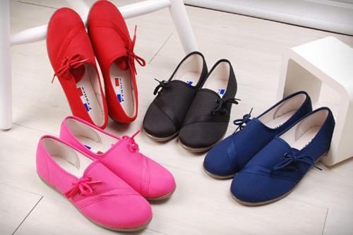 Image result for giày cho bà bầu