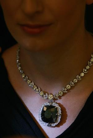 Bí mật về viên kim cương đen bị nguyền rủa - 1