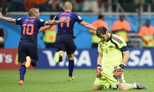 Casillas: Khi anh chơi như một người học việc - 1