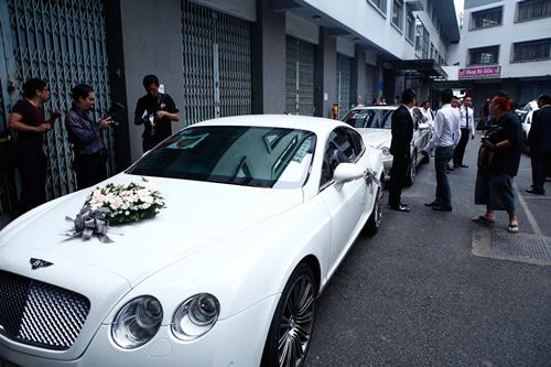 """4 xe rước dâu """"khủng"""" trên 10 tỷ của sao Việt - 1"""