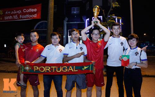 """Fan Bồ Đào Nha nức nở, tâm phục """"cỗ xe tăng"""" Đức - 1"""