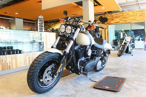 Harley-Davidson Fat Bob giá 700 triệu đồng tại VN - 1