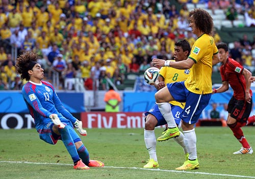 Trận đấu để đời của thủ thành Ochoa và Mexico - 1