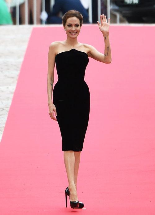 Angelina Jolie eo thon kinh ngạc ở Tokyo - 1