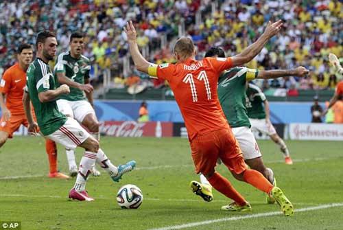 """Robben chối bỏ """"đóng kịch"""" trong quả 11m - 1"""
