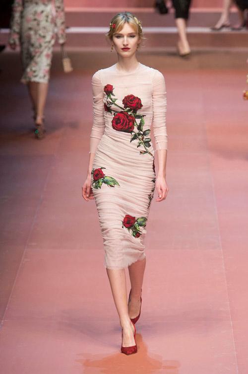 Váy hoa hồng nhái hàng hiệu nhan nhản ở Hà Nội - 1