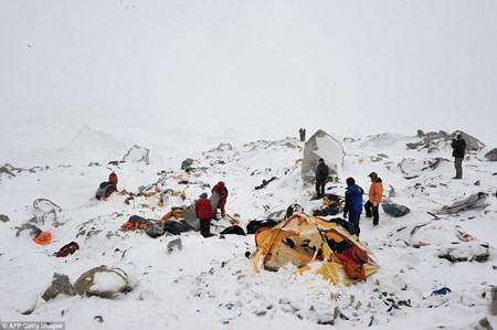 5 người Việt mắc kẹt trên núi cao ở Nepal - 1