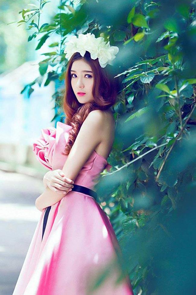 Hot girl Lily Luta sở hữu bờ vai gợi cảm