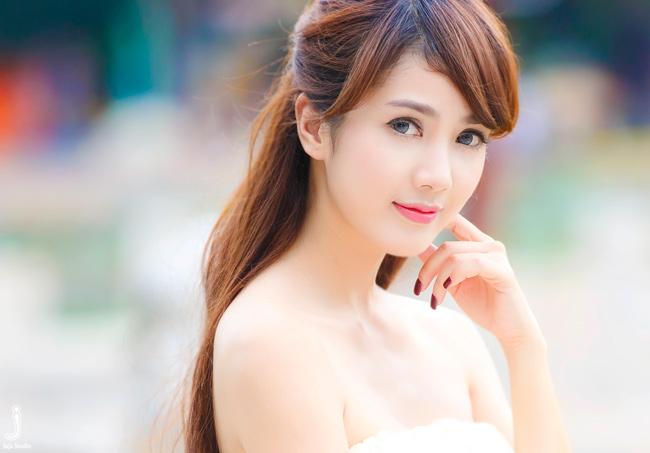Bờ vai trần quyến rũ của Linh Napie thu hút mọi ánh nhìn