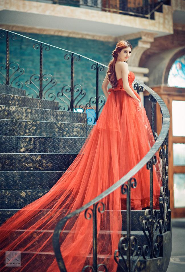 Hình ảnh quyến rũ của Lilly Luta trong đầm dạ hội