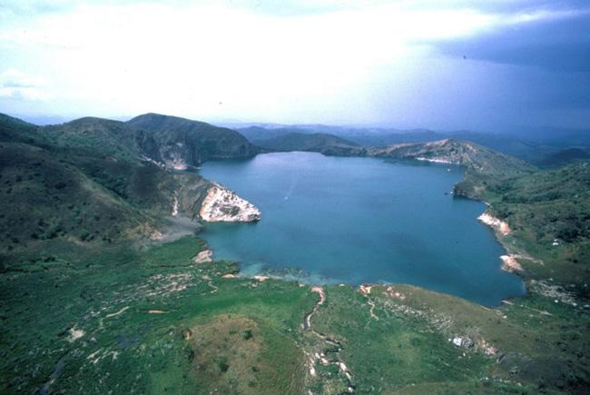 Hồ Noys ở Cameroon còn được gọi là hồ tử thần của châu Phi với lượng khí độc khổng lồ có khả năng giết chết hàng nghìn người trong chớp mắt.