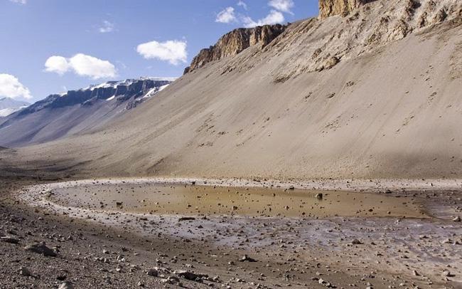 Hồ có độ mặn lên tới 40% song Don Juan Pond chưa bao giờ bị đóng băng dù nằm ở Nam Cực.