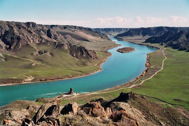 Nhiều người trở nên lo ngại khi hồ Balkhash có thể khô cạn như biển Aral vì nước trong hồ đang có dấu hiệu chuyển hướng.