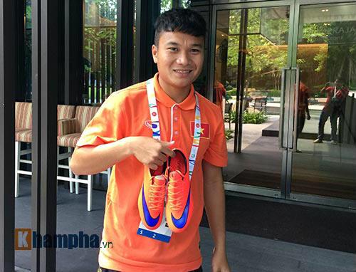 """""""Ronaldo Việt Nam tậu vũ khí mới"""" đấu U23 Malaysia - 1"""