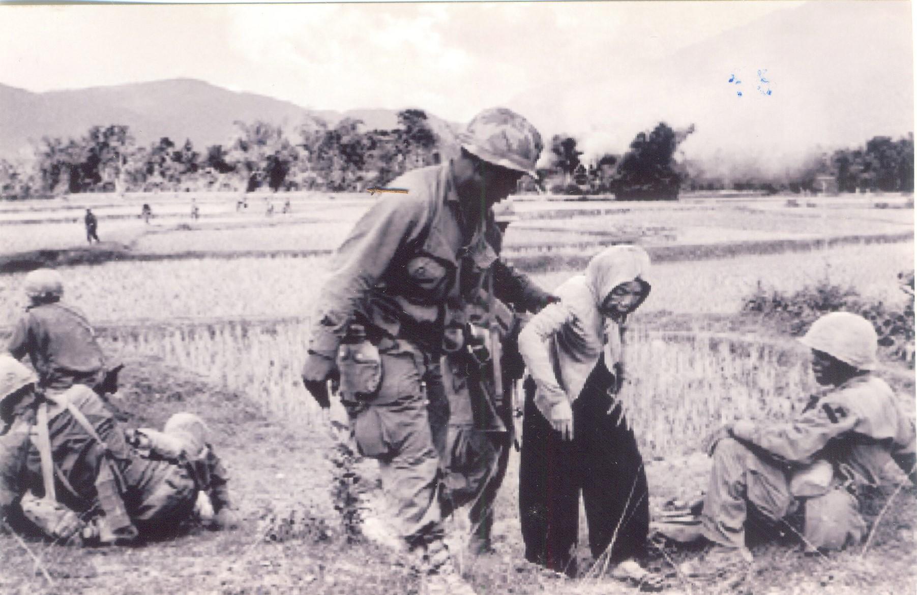 Nhìn lại chiến tranh Việt Nam qua những bức ảnh của AP - 18