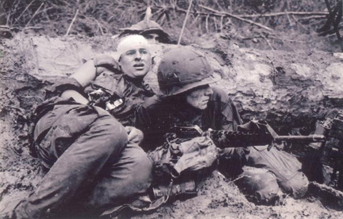 Nhìn lại chiến tranh Việt Nam qua những bức ảnh của AP - 17