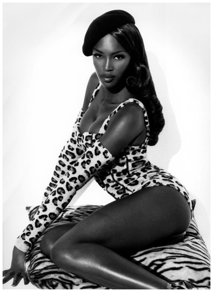 """Nhìn lại 30 năm làm mẫu của """"báo đen"""" Naomi Campbell - 1"""