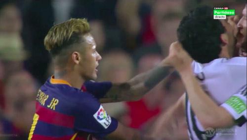 Barca thua trận, Neymar tát cầu thủ Valencia - 1