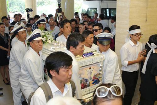 Vợ con khóc ngất trong lễ hoả táng nhạc sỹ Nguyễn Ánh 9 - 1