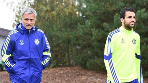 Mourinho bị sa thải vì quá tin người - 1