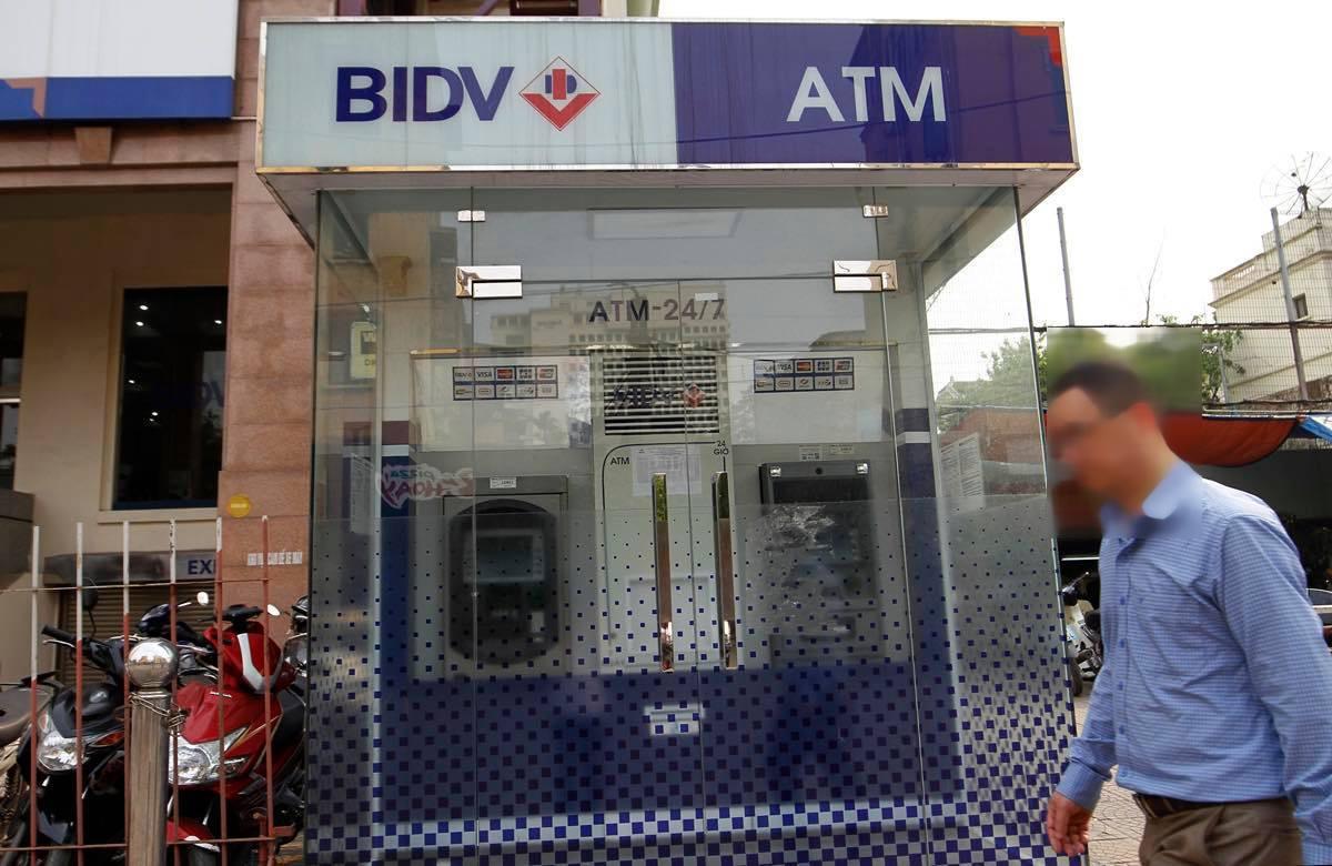 Hai người TQ dùng công nghệ cao trộm tiền từ cây ATM - 1