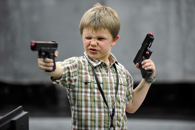 Mỹ: Cậu bé 11 tuổi bắn tên trộm khóc như mưa - 1
