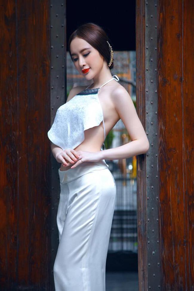 Angela Phương Trinh luôn biết cách gây chú ý với phong cách thời trang ấn tượng mỗi khi xuất hiện tại sự kiện.