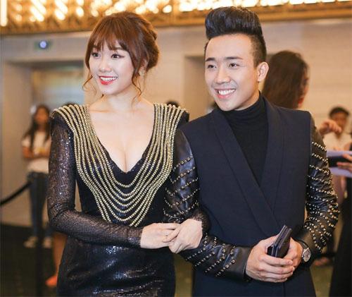 Hari Won táo bạo diện váy xẻ sâu bên Trấn Thành - 1